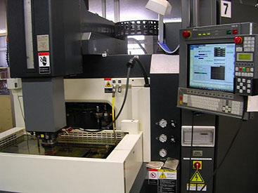 放電加工機2